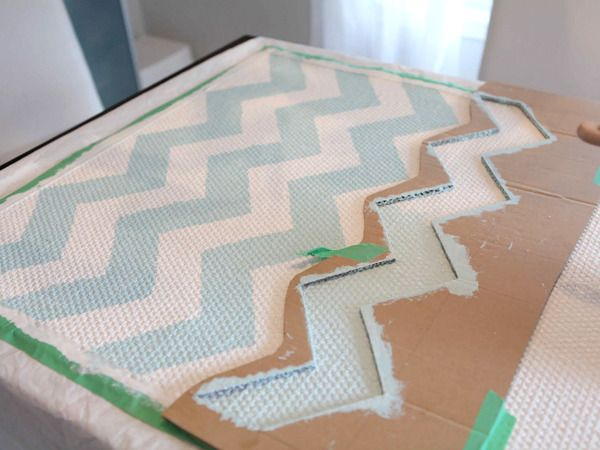 Customized Rug Stenciling: Chevron Patterns, Chevron Stencil, Paintings Rugs, Diy Chevron, Stripes Rugs, Diy Rugs, Rugs Diy, Chevron Rugs, Chevron Stripes