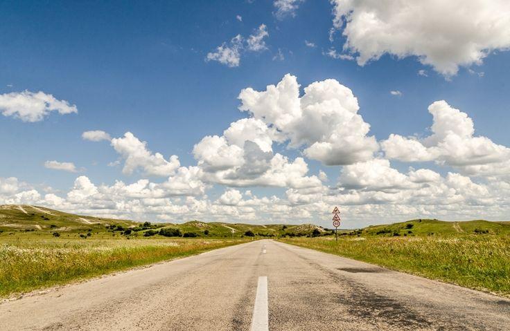 Róth Hajnalka Nyári felhők Gyülekező hófehér felhők a csákberényi buckadomboknál.  Több kép Hajnalkától: https://www.facebook.com/nalkaroth/