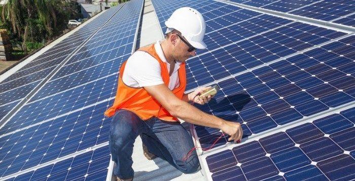 O setor de energia solar fotovoltaico foi responsável por um em cada 50 novos empregos nos Estados Unidos em 2016. Essa informação foi revelada pela National Solar Jobs Census 2016, a partir do relatório anual sobre empregos gerados pela indústria solar da The Solar Foundation. A entidade revelou que o crescimento do emprego na indústria solar foi 17 vezes maior do que a economia global dos EUA. Outro dado relevante é que o setor de energia solar emprega duas vezes mais pessoas do que a…