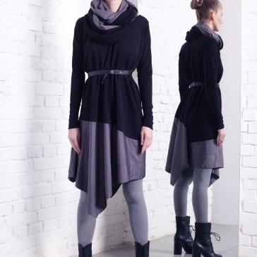 Idealna na jesienne dni połączenie tkaniny i poliestru, który widoczny jest na asymetrycznym dole sukienki w talii skórzany pasek na zatrzaski,  A gdy zrobi się naprawdę zimno zachęcamy do noszenia tuby w kolorze sukienki, którą możesz zakładać w dowolnej chwili  Zapytaj nas o inny rozmiar.