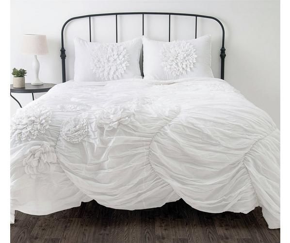 We hope you'll fall in love with our Hush bed set. This white graceful and romantic bedding is the perfect touch to any bedroom!