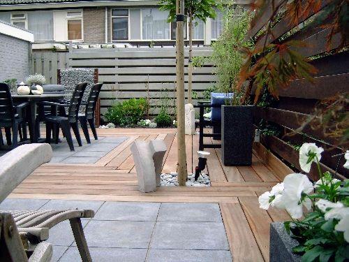 Combinatie van hout, grote tuintegels en kiezels vind ik mooi