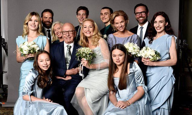 Jerry Hall tweets family photo of her and new husband Rupert Murdoch #DailyMail