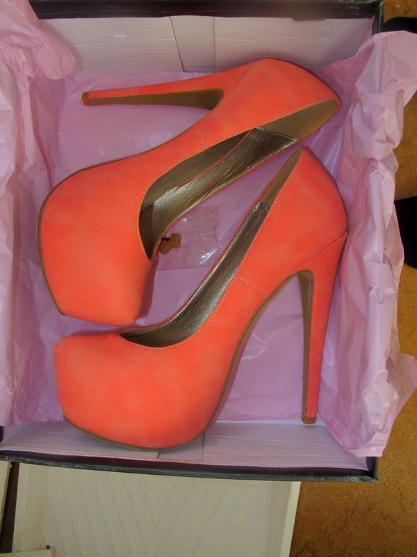Coral pumps...to die for!Orange, Coral Pump, Walks, Fashion Clothing, Fashion Style, Colors, Dresses Shirts, High Heels, Shoes Shoes