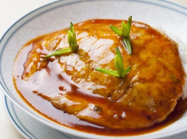 山芋入り天津飯 - 中川 優シェフのレシピ。天津飯は卵の柔らかさに美味しさがあります。卵に山芋を加えることで、美味しさが倍増し柔らかく仕上がります。