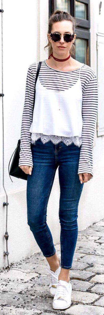 stylish spring outfits /  Striped Top / Navy Skinny Jeans / White Sneakers