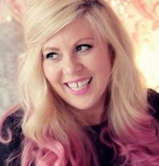 Massive love for Louise Pentland aka Sprinkle of Glitter. She looks so gorgeous here!!