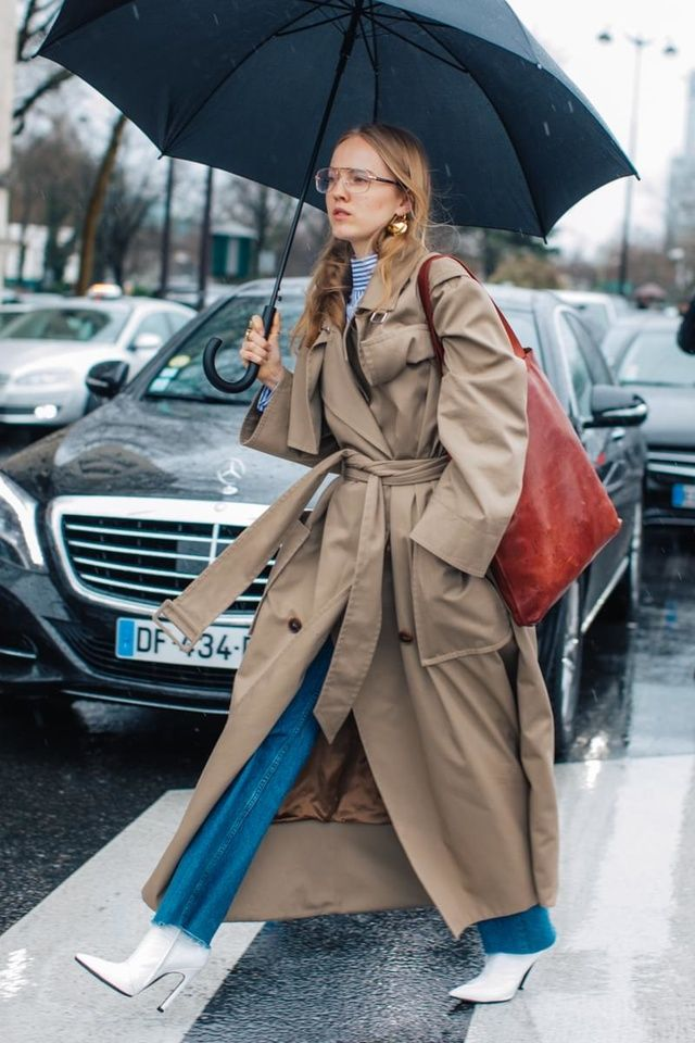 Big shoulders, extra-long sleeves and a cinched waist: the look that took over the streets at Fashion Week this season. Take a lesson in style from these looks spotted by Sandra Semburg in New York, London, Milan and Paris.