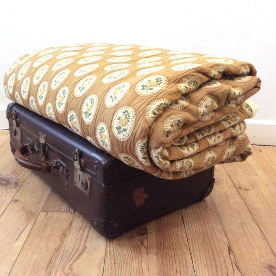 Grand couvre lit ancien . Jetté de lit  couverture par OhInTheShop