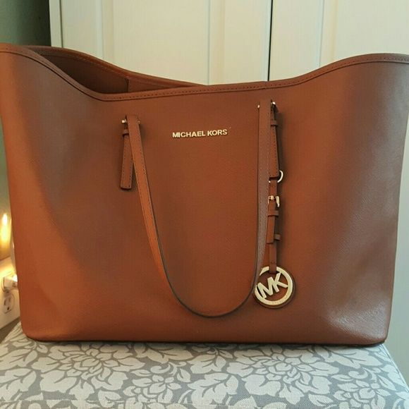 Michael Kory brown tote OFFERS WELCOME. It's completely real, very large purse. I'm selling this because I never use it. Great condition, worn it several times. Michael Kors Bags Totes