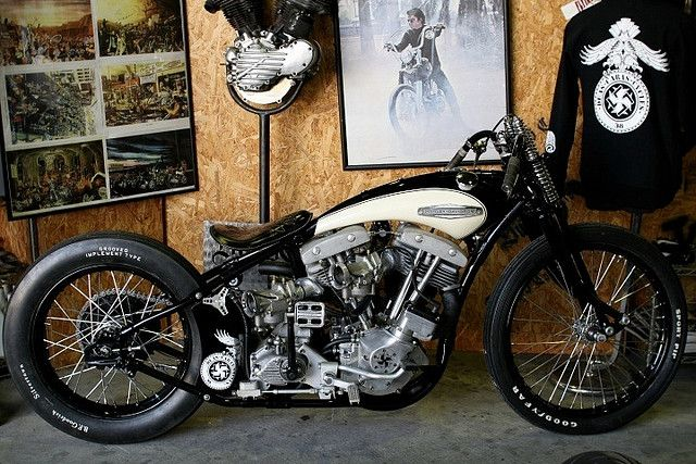 Custom Harley Davidson Shovel.. Harleys arent my fave, but this is pretty cool.