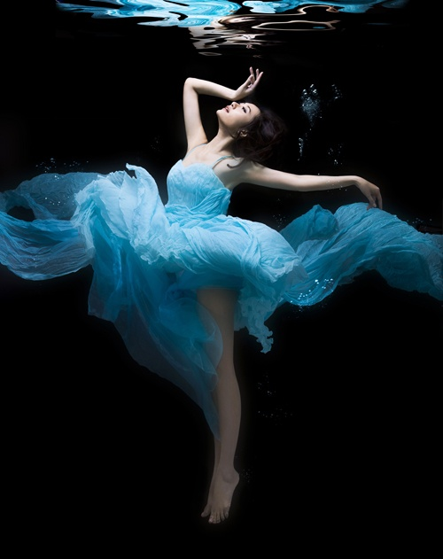 : Iphone 5S, Wedding Dressses, Art Photography, Floral Skirts Outfit, Beautiful, Deep Breath, Underwater Photography, Deep Blue, Dance