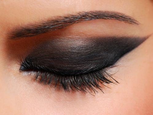Intense black eye makeup | Dramatic eye makeup, Dramatic ...