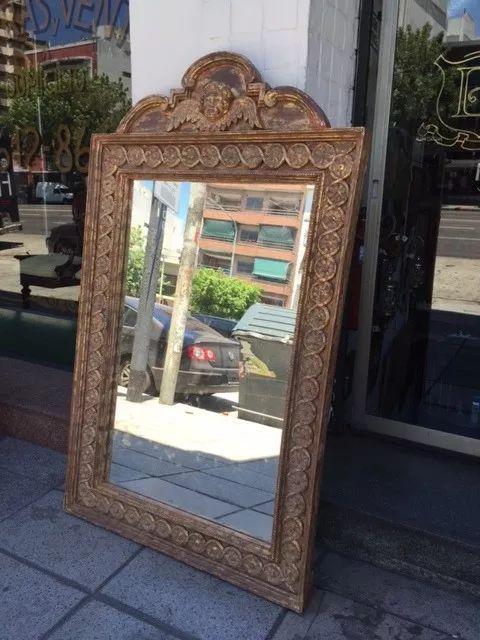 antiguo espejo de pie de madera tallada