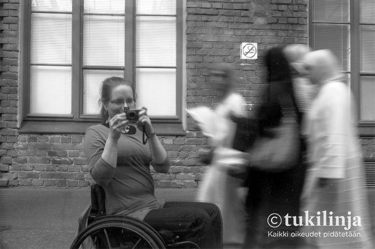 """7. Ronja Venesperä: VALOKUVAUSTA  - """"Kuva on heijastus junan ikkunan kautta. """""""
