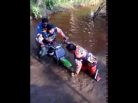 ★dirt bike adventure ★ motocross fail try to crossing swamp