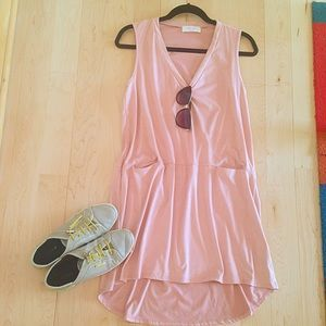 I just discovered this while shopping on Poshmark: Blush pink velvet dress. Check it out! Price: $30 Size: S