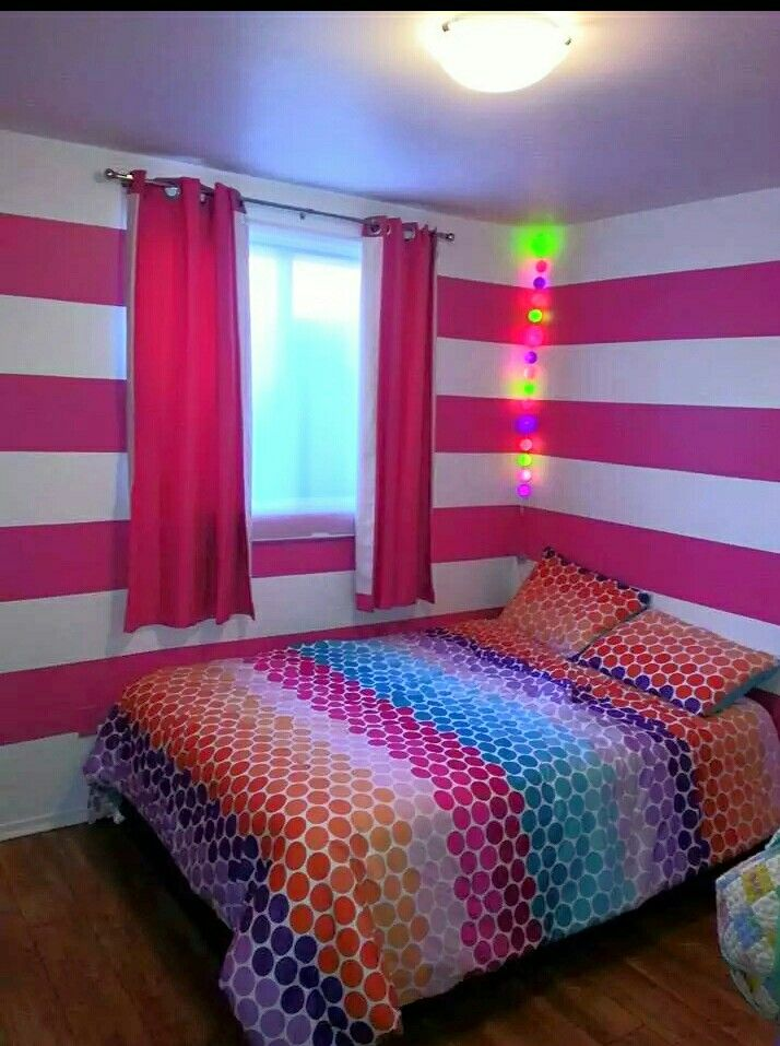Striped walls girl bedroom - Striped walls kid bedroom -  Murs rayés chambre fillette - Murs rayés chambre enfant - Pink bedroom - Chambre rose