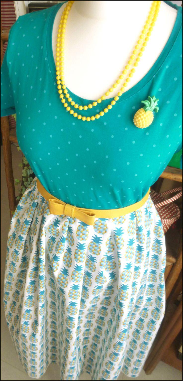 https://www.alittlemercerie.com/tissus-habillement-deco/fr_tissu_au_metre_coton_motifs_ananas_-9065830.html