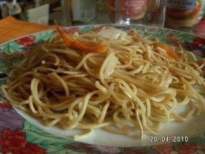 """j'avais envie de changer un peu et d'utiliser ma """"friteuse"""" actifry pour réaliser cette recette. Ingrédients pour 4 personnes : - 250 g de pâtes chinoises - 1 oignon - 1 cuillère mesure d'huile - 2 carottes - quelques champignons - la moitier d'une petite..."""