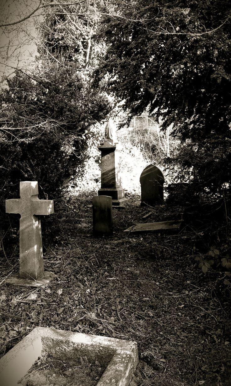 taphophilia: St. Oswald's Graveyard, England — FUCKITANDMOVETOBRITAIN