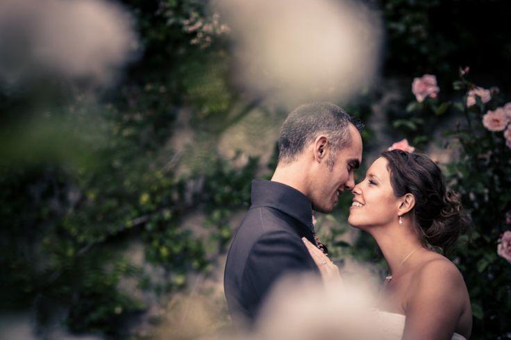 Photos de couple dans les jardins des Portes des Iris