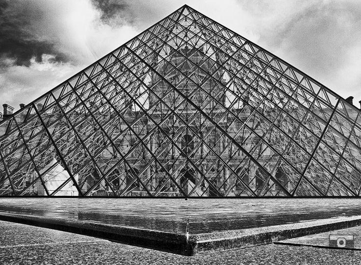 Outside the Louvre, mémoire du paris. #Paris #France #Street Photography #Architecture #Louvre #BlackandWhite #Pyramid #Abstract