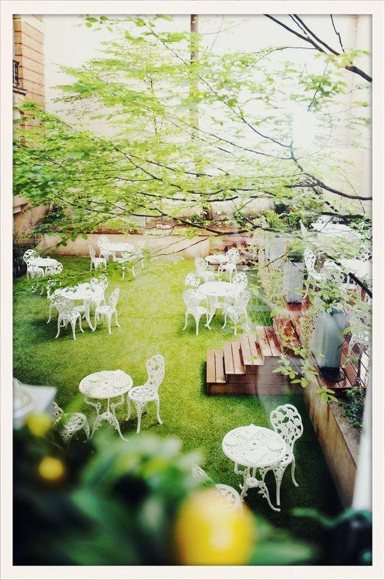 Les climats à paris http://www.vogue.fr/culture/le-guide-du-week-end/diaporama/nouelles-terrasses-parisiennes-2013/13846/image/770874#!resto-les-climats-terrasse-paris