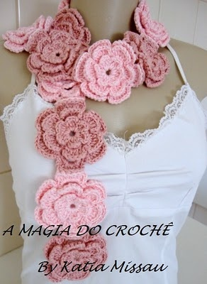 Very pretty flower scarf.  No instructions but looks simple enough to duplicate...