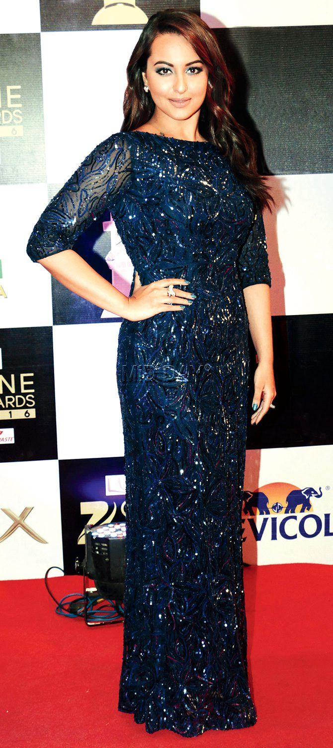 Sonakshi Sinha at Zee Cine Awards 2016.