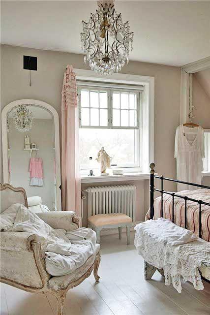 Romantic bedroom - shabby chic girl room - vintage