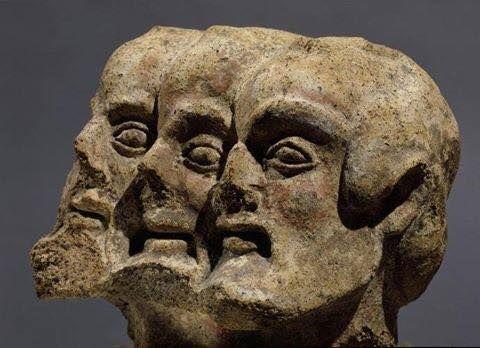 Это не Маркс, Энгельс и Ленин. Это Трехголовый демон.Фрагмент этрусского барельефа, Орвьето, Италия, 5 век до н.э.