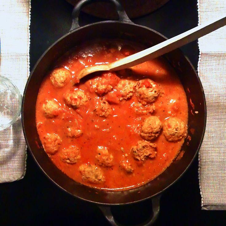 Spanske kødboller i stærk tomatsauce