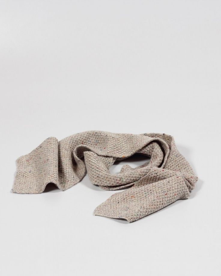 Knitted Scarf | Inis Meáin | Winter | Cosy | Textures | Shop | Design and Craft | Gifts | Makers&Brothers | Makers & Brothers | woolly scarf | knitwear