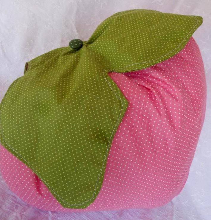 boneca moranguinho pillow