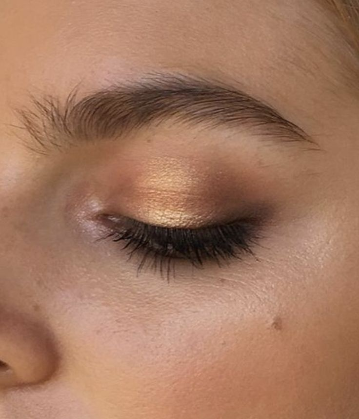 lovely makeup eyeshadow / gold / bronze / summer vibes / maquillage / teint parfait / ombres à paupières dorée /