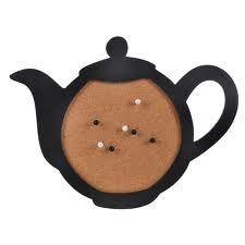 knutselen theepot met kurken onderzetters van ikea, leuk voor moederdag!