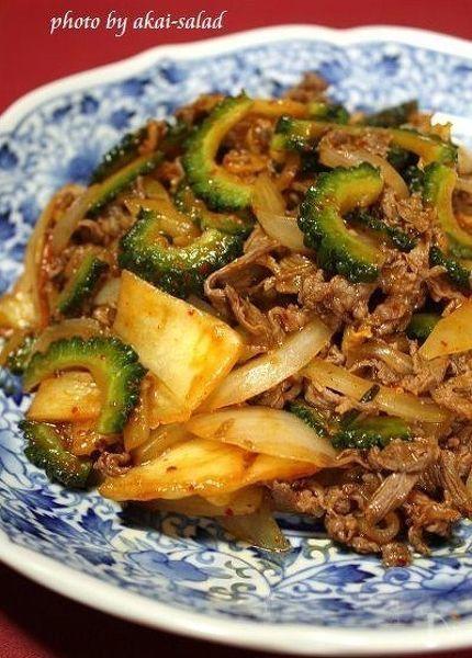 切り落としの牛肉で十分美味しいキムチ炒めです。ゴーヤはキムチと組み合わせると苦味が気になりません。