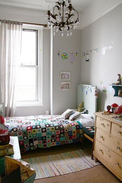 I love granny squares quilts -- someone needs to teach me how to crochet!: Crochet Blankets, Living Bohemian, Kids Bedrooms, Granny Squares Blankets, Child Rooms, Boys Rooms, Indigo Rooms, Squares Quilts, Kids Rooms