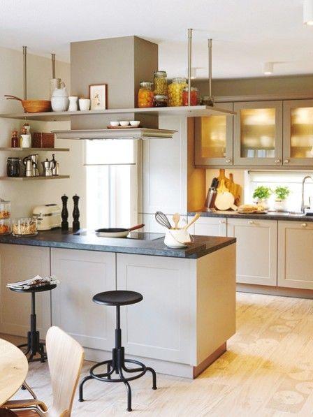 Diese Küche kann sich sehen lassen! In diesem ebenso gemütlichen wie funktionalen Reich lässt sich jeder Hobbykoch gern in die Töpfe schauen.
