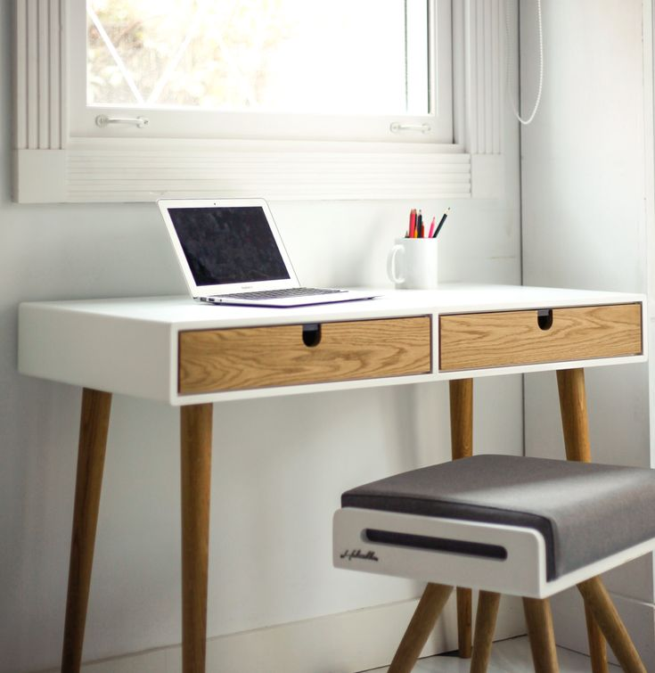 Desk lacquered in white and oak drawers bureau