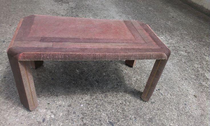 BASSOTTO: tavolino da salotto. Tagliato tutto con TABURET, è stato rivestito con fogli di carta lokta. Fasi costruttive su YouTube https://www.youtube.com/watch?v=PI5uhH72rKs