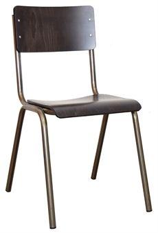 Student från Si.i som är en serie som innehåller denna stol. Stolen kan väljas i flera olika färger men även där sitsen är klädd eller sitsen och ryggen. I serien Student finns även barstol och en stol med armstöd. #stolar #retrostolar #skolstolar #dialoginterior