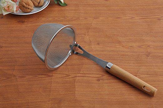 Premium 18/8 de acero inoxidable de malla de la araña de los espaguetis de masa hervida Tamiz de los tallarines -4.3 pulgadas de diámetro y 8,4 pulgadas cesta mango de madera