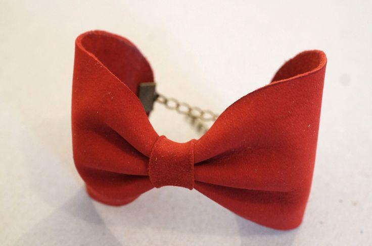 Bracelet, noeud papillon en cuir rouge