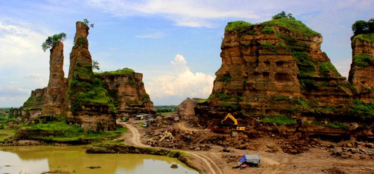 It's look like Grand Canyon in USA, right? #brown #canyon #indonesia #semarang #travel #journey #amazing
