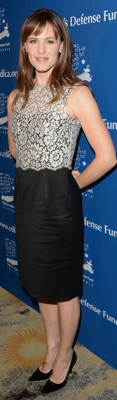 Who made  Jennifer Garner's black and white lace dress that she wore in Beverly Hills on December, 5. 2013?