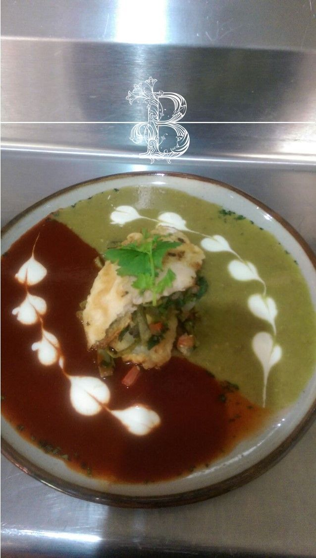 Pescado acompañado de salsa roja y verde con toques de crema fresca por www.bougainvilleabodas.com.mx Bodas San Miguel de Allende
