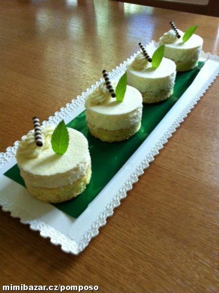 Citronove semifreda                     Spodní těsto je klasická piškotová roláda 5 vajec, 5 lžic cukr pásek, 5 lžic polohr. mouka a lžička ...
