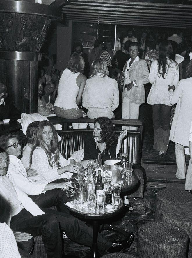 Brigitte Bardot Le Byblos à Saint-Tropez http://www.vogue.fr/voyages/hotel/diaporama/le-byblos-saint-tropez-htel-mythique-riviera/21984#le-byblos-saint-tropez-htel-mythique-riviera-1